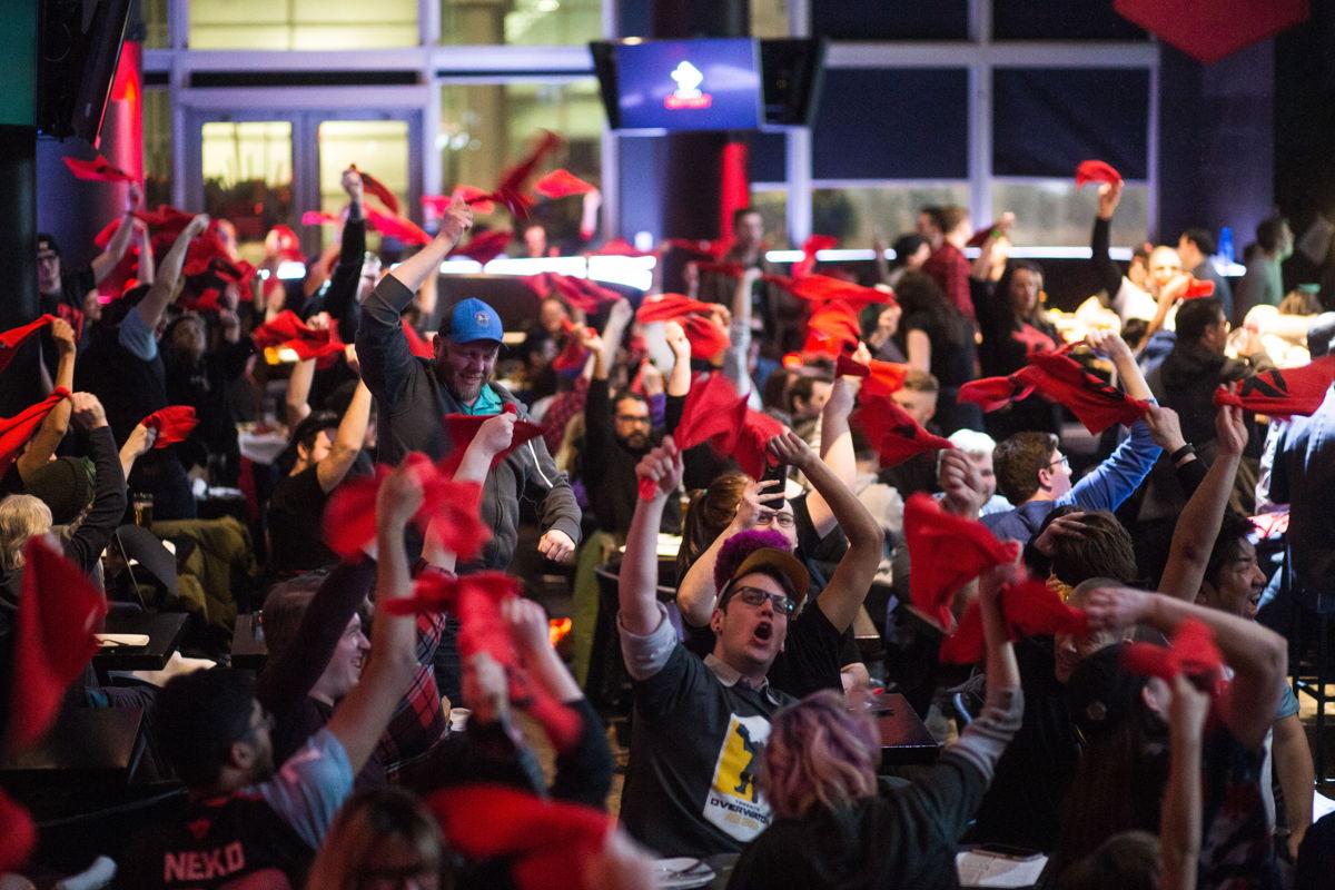 Toronto Defiant fans at Real Sports Bar (Credit: @TorontoDefiant)