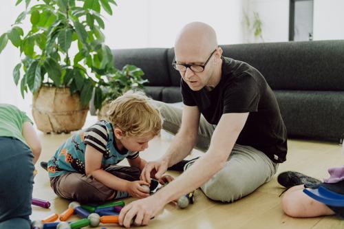Gezinsbond, Pleegzorg Vlaanderen en Gezin en Handicap vragen (ook) verlenging corona-ouderschapsverlof tot het einde van het jaar
