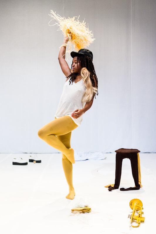 27 & 28.10 - PERFORMING ARTS: Dana Michel (CA) - Yellow Towel - Photo © Ian Douglas