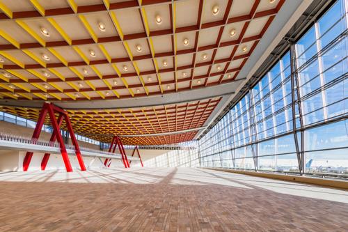 Hunter Douglas Architectural realiseert huzarenstuk voor veeleisende renovatie plafond Skyhall - Brussels Airport