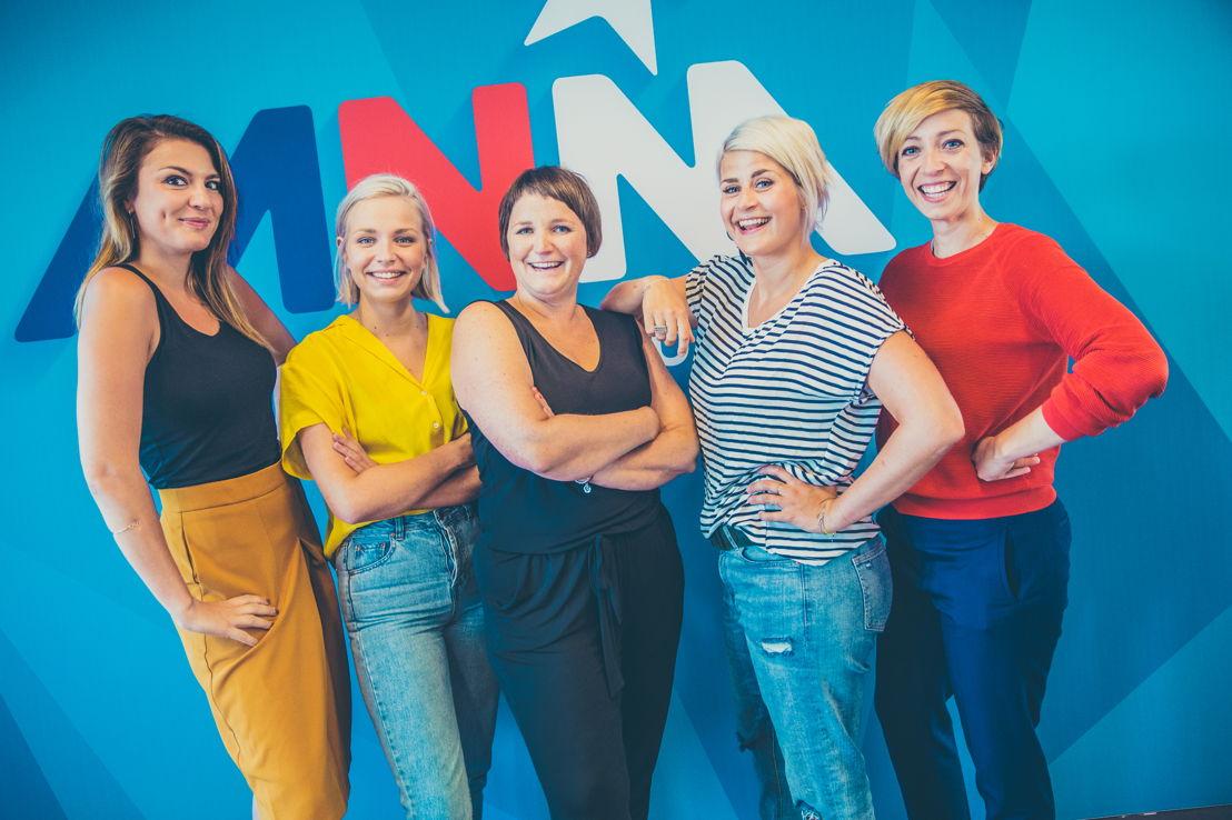 vlnr: Nasrien Cnops, Julie Van den Steen, Lieselot Ooms, Eva Daeleman en Sofie Lemaire - © VRT