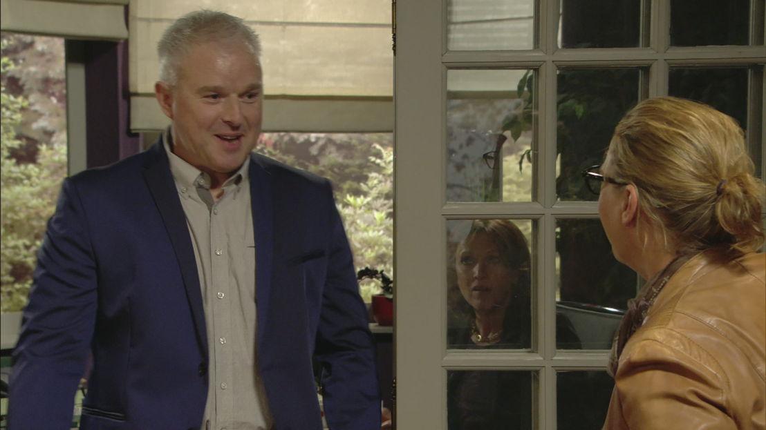 Bennie en Peggy zien elkaar na 18 jaar weer terug, op 02.06 in Thuis (c) VRT