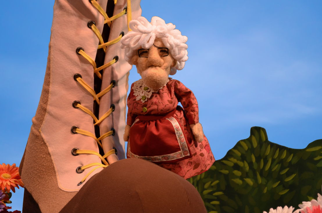 The Old Woman Who Lived in a Shoe (Center for Puppetry Arts)