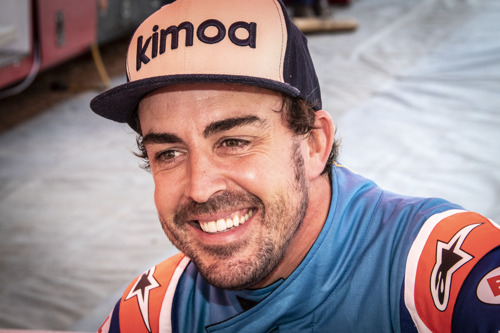 Preview: FERNANDO ALONSO TESTS DAKAR HILUX