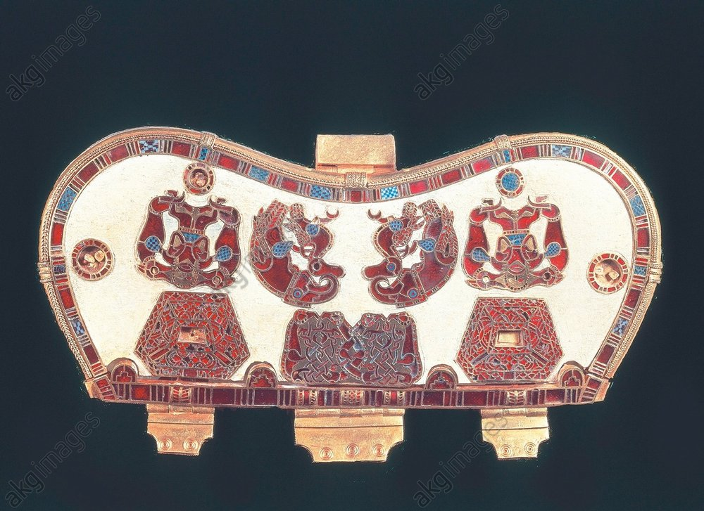England, London, Gold bag hinge with enamel decorations, from the Sutton Hoo treasure, goldwork 7th Century A.D., London, British Museum<br/>AKG1338190