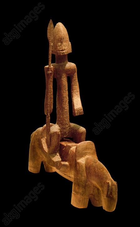 Altar figure<br/>West Africa, Dogon, Southern Falaise, 20th century.<br/>Wood, patina, 30 x 8.5 x 7.6 cm.<br/>Donation J.J. Klejman, Houston, The Menil Collection.<br/><br/>AKG4074543