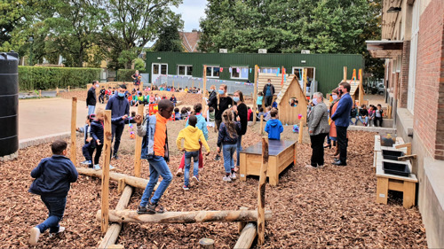 Nouvelle cour de récréation pour l'école primaire GO ! Kasteel Beiaard à Neder-Over-Heembeek