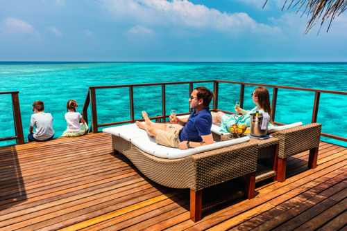 Эксперты рассказали, где отдыхают богатые родители с детьми