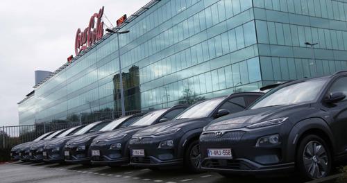 Hyundai Belgium livre les 10 premières Kona Electric à Coca-Cola European Partners