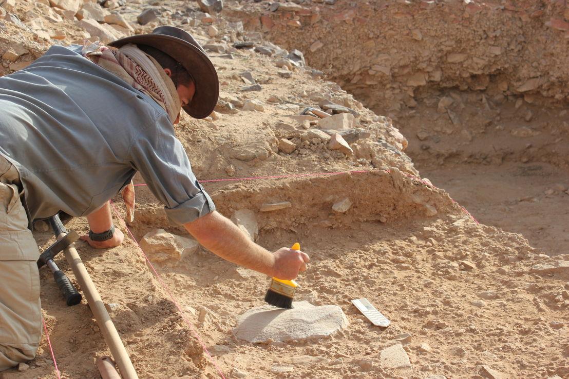 Dr Ceri Shipton on site at Saffaqah in central Saudi Arabia. Image: ANU.