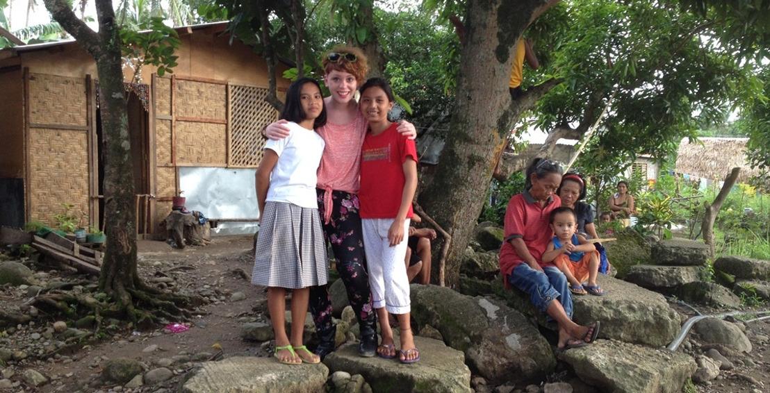 Ketnet | Wrapper Sien Wynants met Karrewiet naar de Filipijnen - een jaar na tyfoon Haiyan
