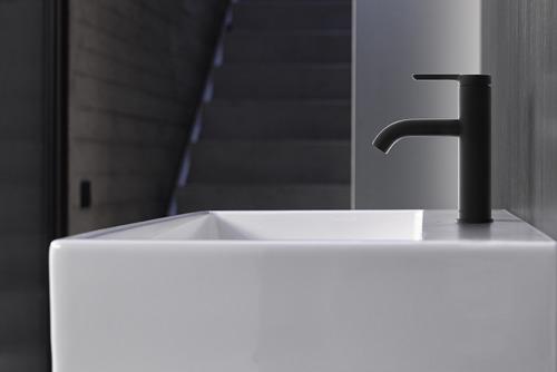 Van wastafel tot ligbad: Uiteenlopend gamma van hoogwaardige kranen en tijdloos design voor elke badkamertoepassing