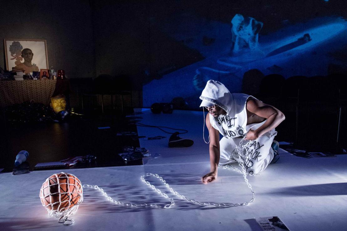 29 &amp; 30.09 - PODIUM: Jaamil Olawale Kosoko (NI/US) -<br/> #negrophobia - Foto © Ian Douglas