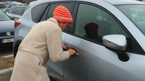 Factcheckers: kunnen Thomas, Britt en Jan een keyless car hacken en val je af van tequila?