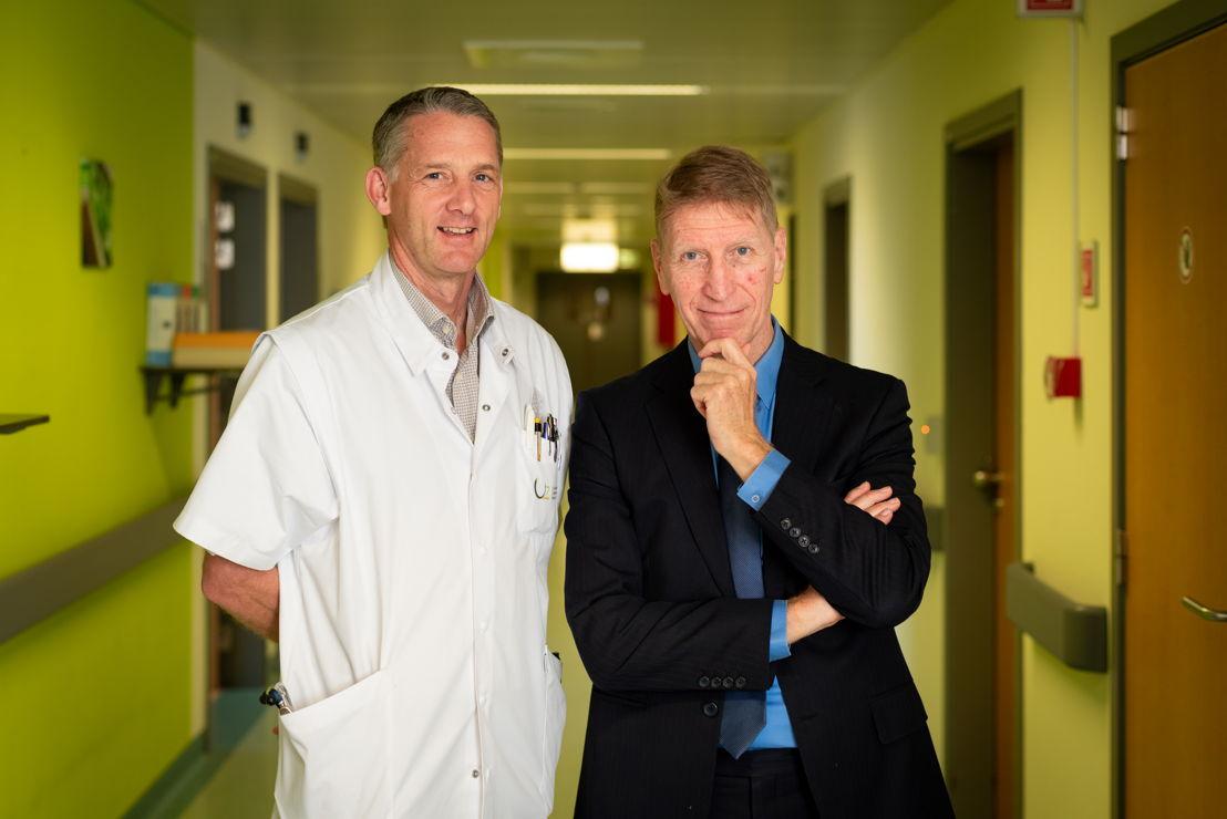 Prof. dr. Bart Neyns en Paul De Knop © VUB/Thierry Geenen