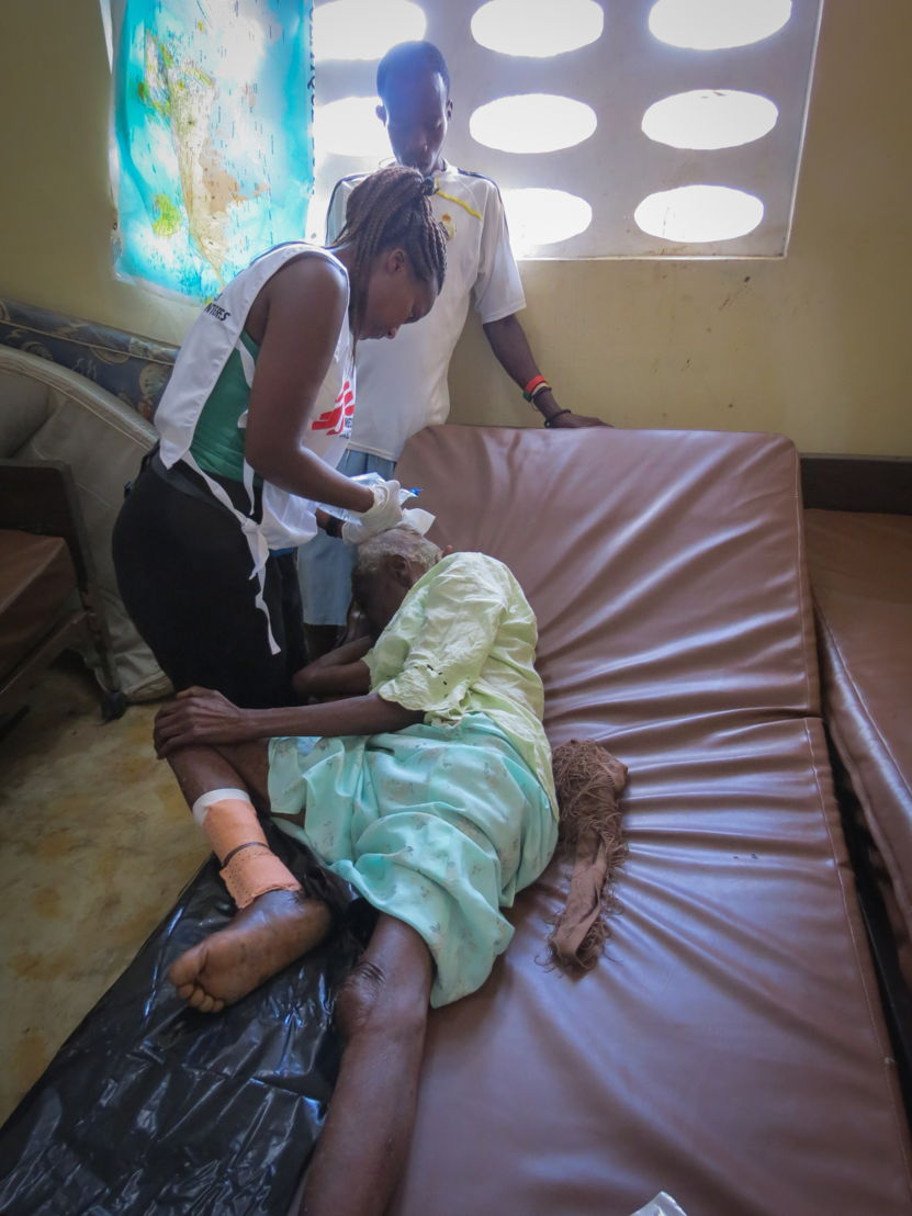 Medecins Sans Frontieres (MSF) Dr Clarisse Mpinganzima from Norway treats Annette, whose roof fell on her and her grandson during the hurricane at a clinic in Jérémie, Haiti. Photographer: Laura Bianchi/MSF