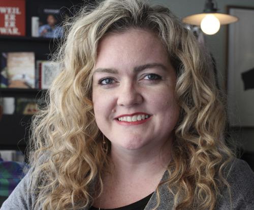 Bestseller-Autorin Colleen Hoover signiert bei Hugendubel
