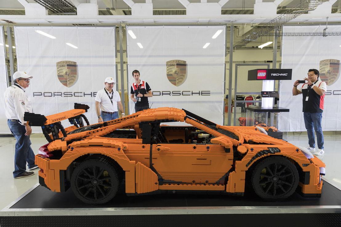 Lego participó en el Porsche Sport Driving School en México