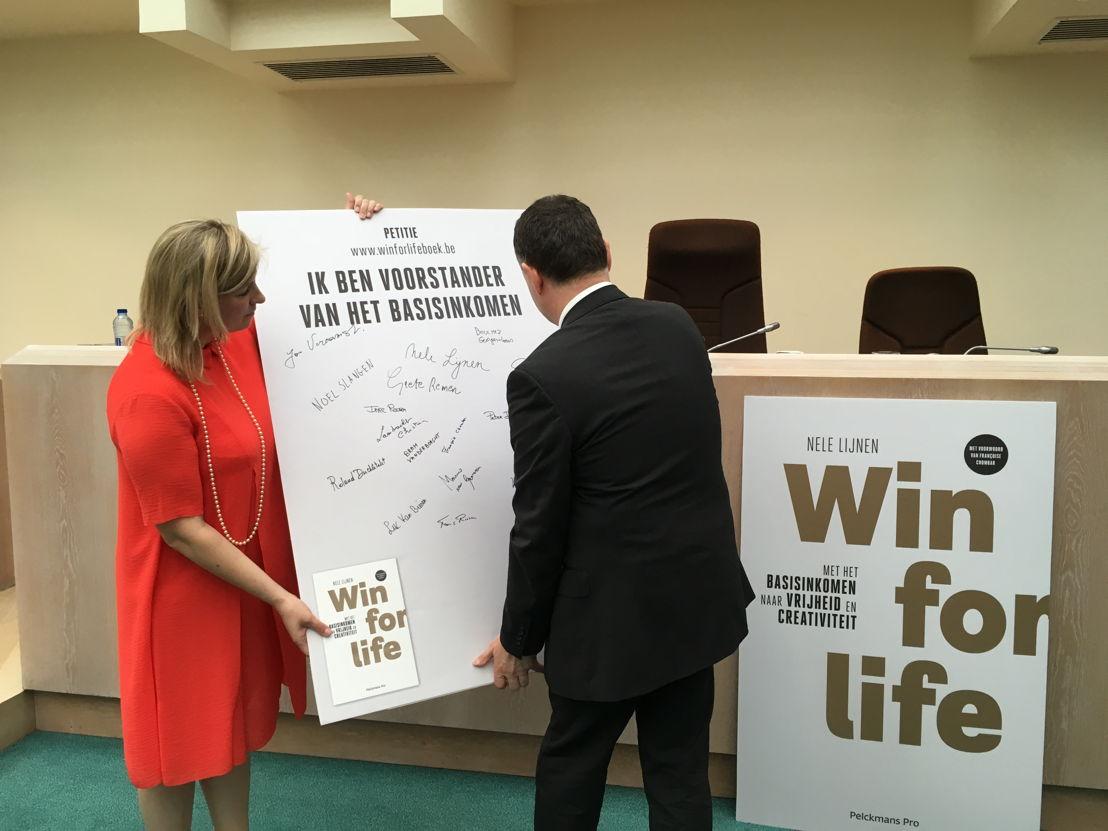 Pascal Paepen ondertekent petitie