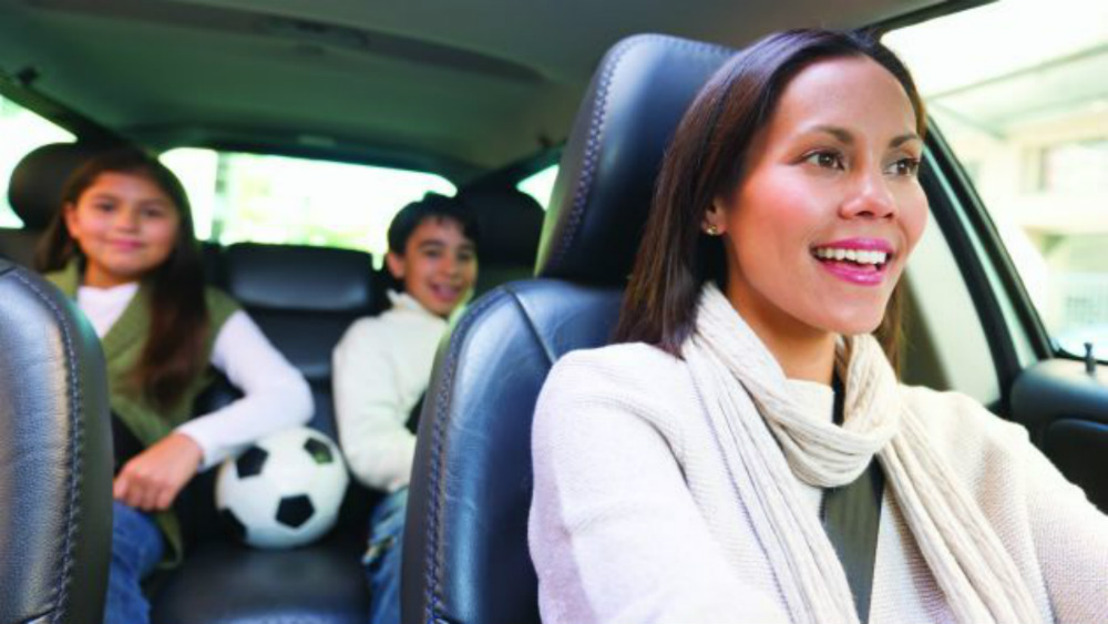 Conduce segura con tus hijos… ¿cómo saber si tu auto es el ideal?