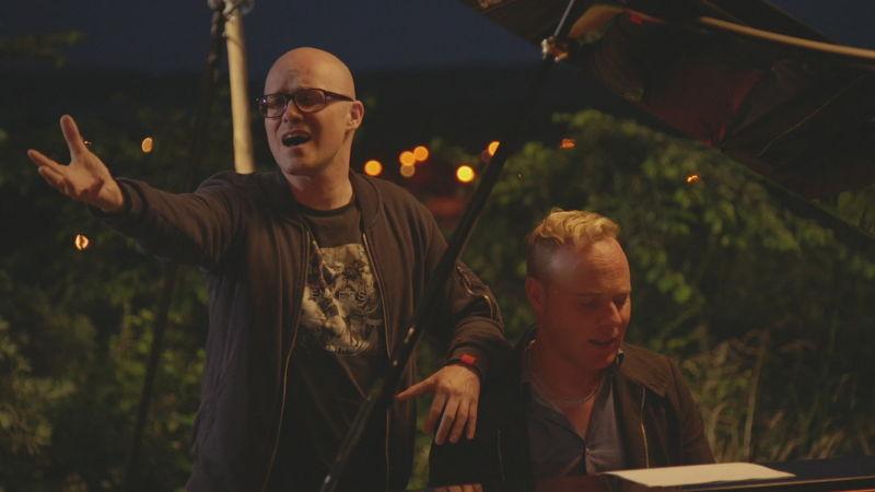 Philippe Geubels met Jef Neve in Het huis (c) VRT