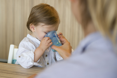 Une nouvelle étude indépendante le confirme: le lait de croissance enrichi contribue à prévenir les carences en fer et en vitamine D chez les enfants en bas âge