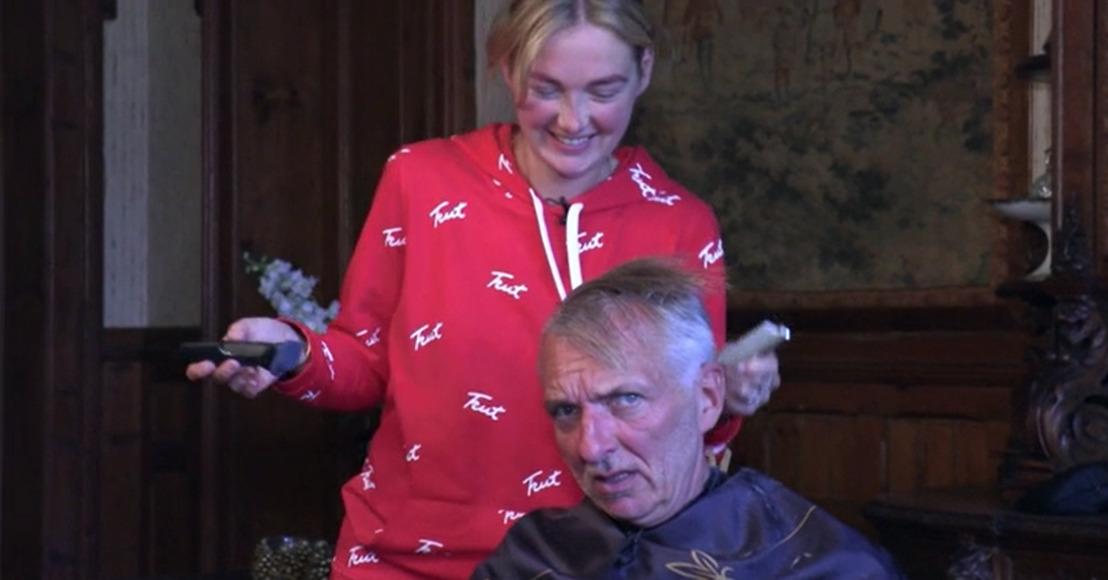 Martien gaat voor Coupe Corona: Maxime knipt zijn haar