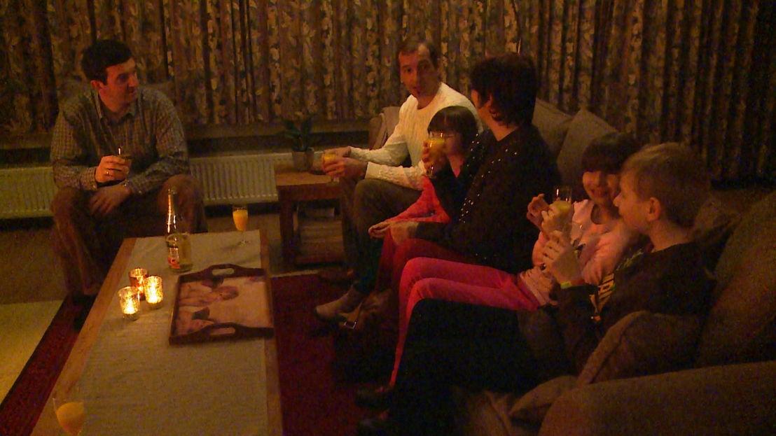 Dirk viert kerst bij de familie van Tom - (c) Nieveranst