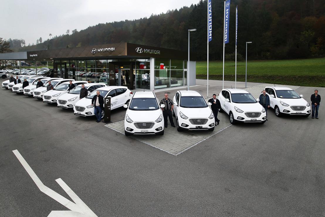 Zwölf Hyundai ix35 Fuel Cell für Coop