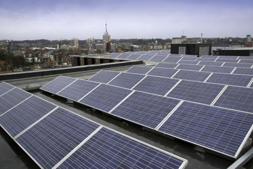 Stad Leuven installeert zonnepanelen op 11 daken