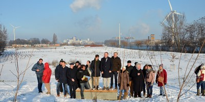 Buurtbewoners maken tijdens werfwandeling kennis met nieuw park en speelbos voor Kanaaldorpen Doornzele en Terdonk