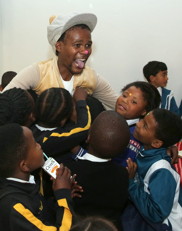 The Gruffalo at the Fringe Club with Mandisi Heshu - credit Nardus Engelbrecht Cape Town Fringe 2016