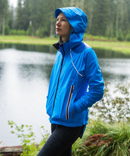 BEST LIGHTWEIGHT JACKET FOR THE TRANSITION : THE SHOWERS PASS WOMEN'S REFUGE JACKET