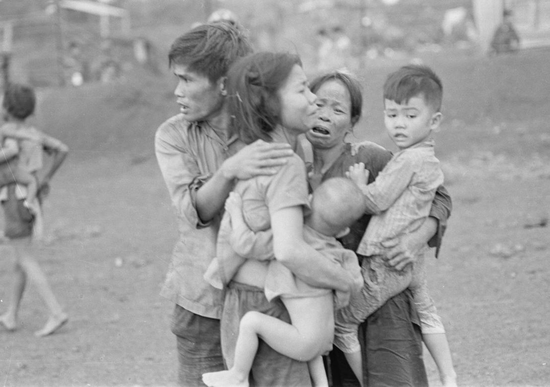 The Vietnam War - Aflevering 1: burgers bij de slag om  Dong Xoai 1965 - (c) AP Images