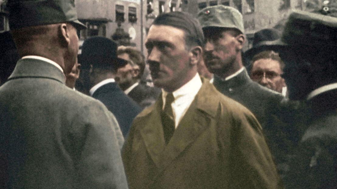 Adolf Hitler net voor de mislukte 'Bierkellerputsch' (1923) - (c) Bundesarchiv