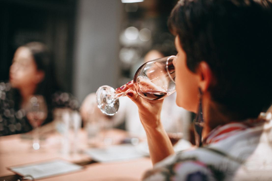 Werkende Vlaming grijpt vaker naar snoep en wijn tijdens lockdown