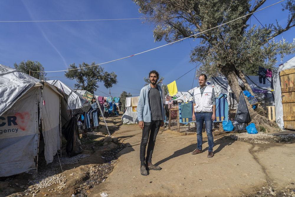 Marco Sandrone (izquierda) junto al presidente internacional de MSF, Christos Christou, en Moria (imagen de archivo).  © Anna Pantelia/MSF