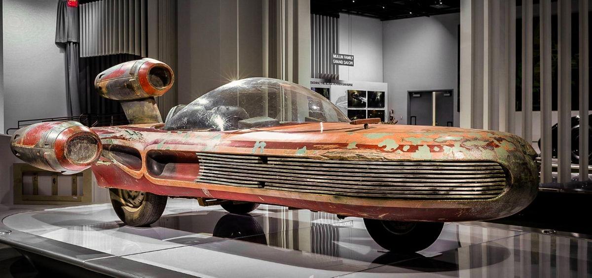 Landspeeder de Star Wars de la colección del Museo Lucas de Arte Narrativo  Crédito: Museo Petersen del Automovilismo