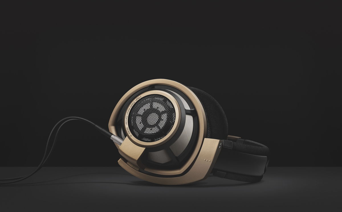 Limited to 750 units, the HD 800 S Anniversary Edition comes with an exclusive matte gold colorway and a laser engraving with the individual serial number on the headband