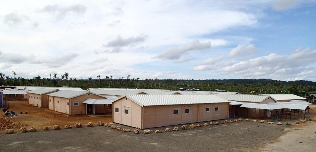 The prefabricated hospital in Guiuan, designed to last five years, offers maternity care and surgical services along with outpatient hospital services. In September 2014, it was handed over to the Ministry of Health. © Elvina Motard/MSF