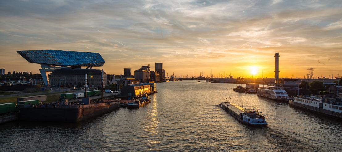 Port of Antwerp verbindt zijn naam aan Antwerp Night Marathon, parcours passeert langs het Havenhuis.