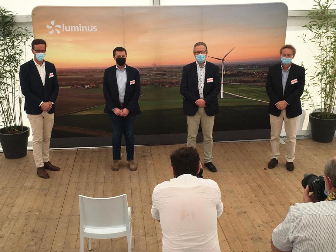 Naar aanleiding van de Internationale Dag van de Wind brengt minister Frédéric Daerden een bezoek aan de windturbine die door Luminus op de site van Fri-Pharma in Gembloux werd gebouwd