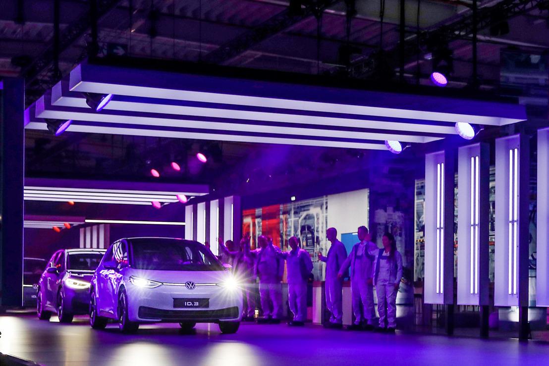 Volkswagen begint een systeemverschuiving richting elektrische mobiliteit: ID.3 in productie genomen in Zwickau