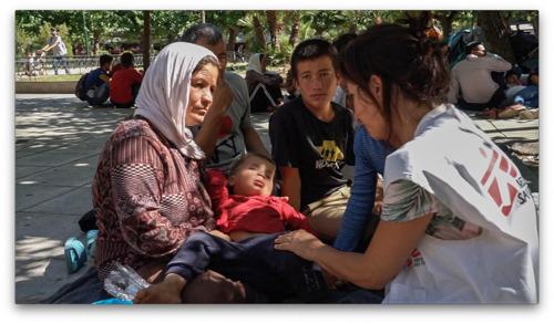 El Gobierno griego desaloja y amenaza con dejar en la calle y sin ayudas a miles de refugiados en situación de extrema vulnerabilidad