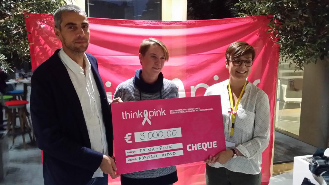 Overhandiging cheque Race for the Cure aan de Borstkliniek van Iris Ziekenhuizen Zuid