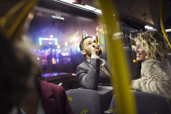 Oudejaarsnacht: De Lijn zorgt voor verkeersveilig alternatief op 140 feesttrajecten