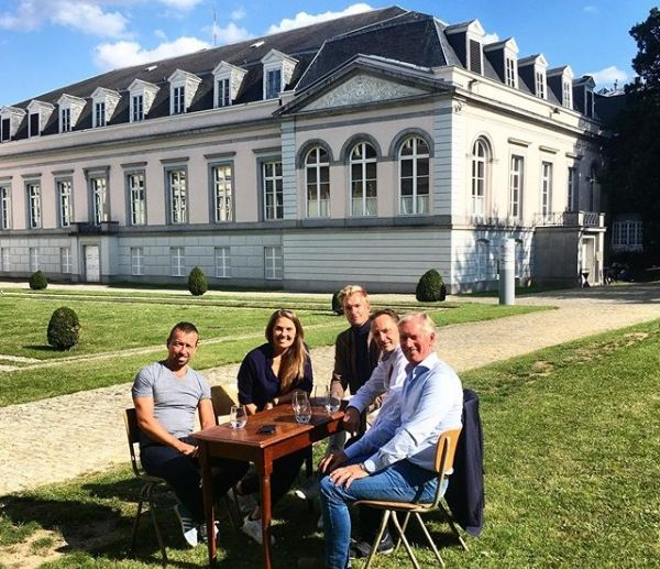 Tom Goegebuer, Evi Van Acker, Ruben Van Gucht, Jean-Michel Saive en Jos Lansink aan het Egmontpaleis