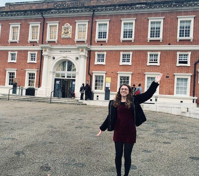 Sophie voor Goldsmiths in Londen.