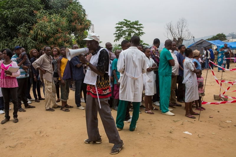 A Medecins Sans Frontieres (MSF) staff member gives information about the MSF Yellow Fever vaccination programme in Matadi, DRC. Photographer: MSF