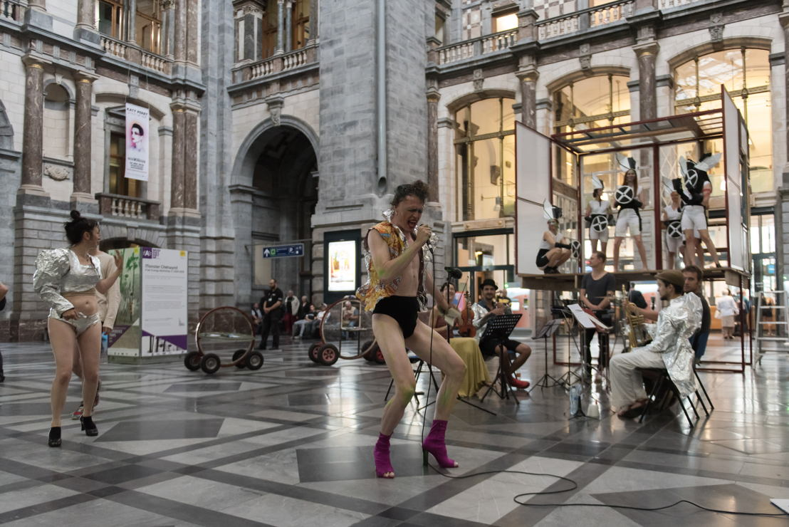 EXPERIENCE TRAPS<br/>Monster Chetwynd, Free Energy Workshop (performance on June 1st during the opening weekend in Antwerp Central Station), 2011/2018 - courtesy the artist &amp; Sadie Coles HQ - photo Tom Cornille